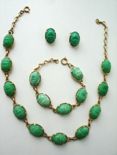 Vintage 1970s - Egyptian revival - Gold plated Full parure with carved green Jade lucite = Necklace+ Bracelet+ Earrings