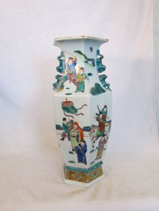Large Cantonese porcelain vase – China – late 20th century