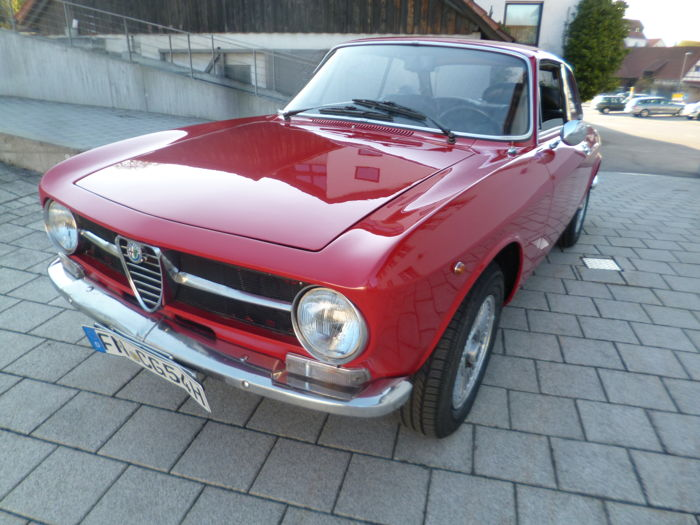 Alfa Romeo - Bertone GT 1300 Junior - Year of production: 1973