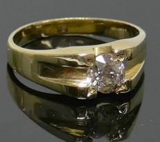 Solitaire ring 14kt gold with a Diamond, 0.65 crt. P1, Light Cape.