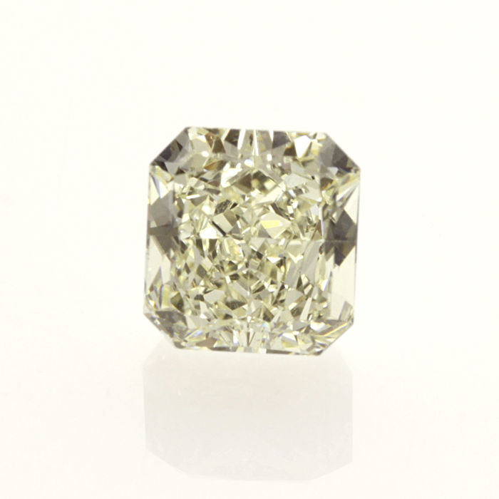 1.56 ct. Radiant cut diamond light yellow (U-V) VVS2 **LOW RESERVE PRICE**