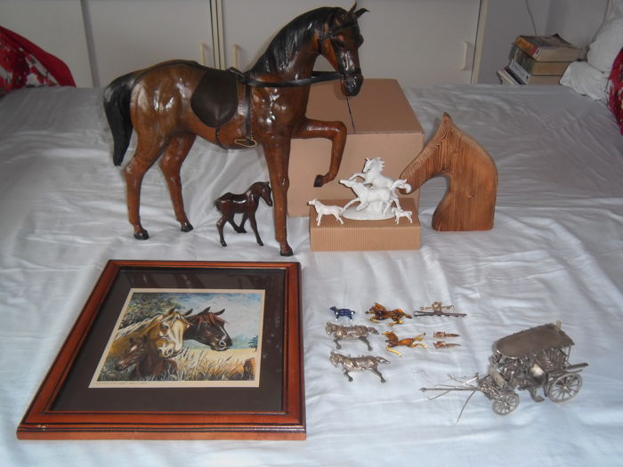 Lot with horses - including papier-maché-wood-porcelain-silver-glass