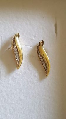 Pair of 14 kt yellow gold earrings, gold title 585%, with a line of 0.10 ct diamonds – length: 2 cm