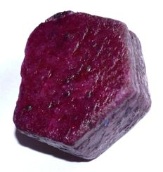 Red Ruby natural rough specimen - 38.51 x 34.17 x 17.85 mm - 61g / 305 ct