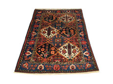 Remarkable Persian carpet: Antique Bakhtiar - IRAN 201 x 148 cm, circa 1930!!!