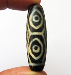"Large and wide agate bead - 6 Dragon Eyes ""Dragon-eyed"" - Tibet - Late 20th century"
