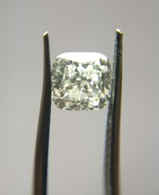 1.01 ct Cushion Modified Brilliant cut diamond J VS1