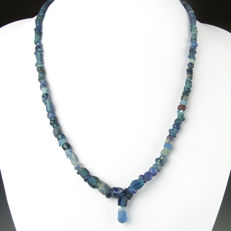 Necklace with Roman blue glass beads, including jewellery box