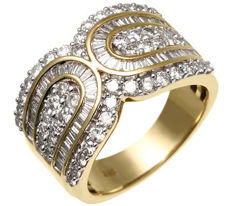 Cocktail ring with 120 diamonds totalling approx. 2.00 ct - ring size: 57