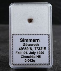 Meteorite Simmern ( Götzeroth ) - H5 Ordinary Chondrite - Fall 01.07.1920 - Ultra rare piece - 0.042g