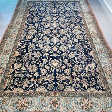Special antique Kashan Persian carpet with a unique design – 210 x 130 – unique opportunity