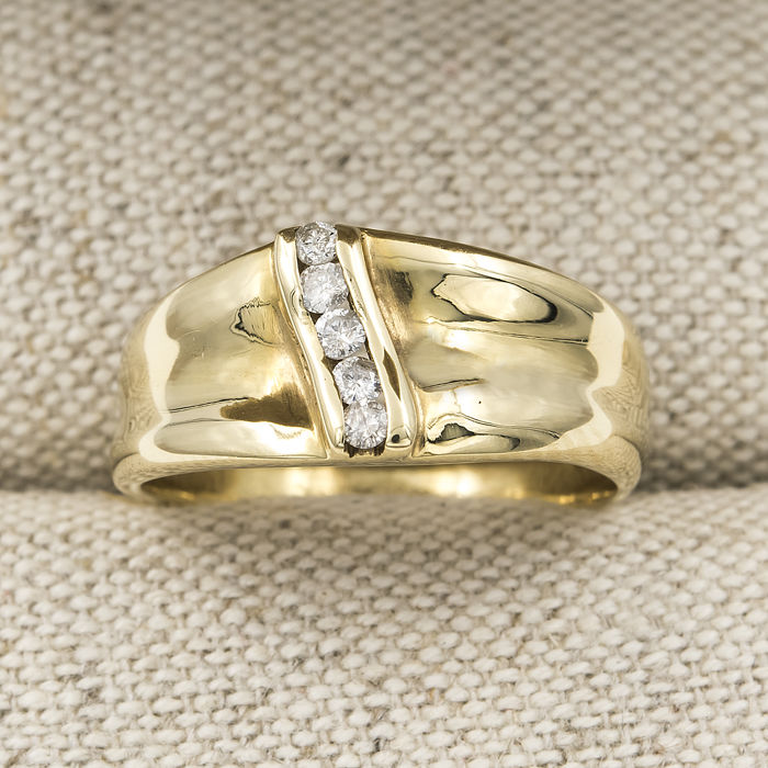 18 kt yellow gold – Cocktail ring – Brilliant-cut diamonds – Ring size: 13 (Spain) – Ring inner diameter: 17.50 mm