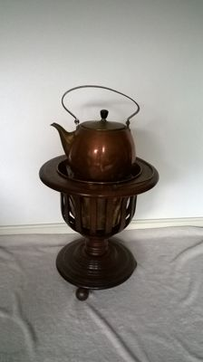 Copper kettle Demeyere on mahogany tea comfort / Tea stove with yellow copper / brass inner tray