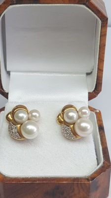 Yellow gold women's earrings set wtih small saltwater pearls and diamonds