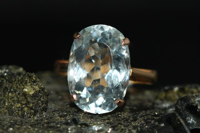 18 kt gold ring set with aquamarine 5 ct – size 53 ***No reserve***