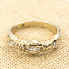 Yellow gold (18 kt) – Cocktail ring – 0.30 ct of baguette cut diamonds – Interior diameter of the ring: 17.25 mm