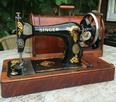 Singer 128K sewing machine with wooden cover, 1913