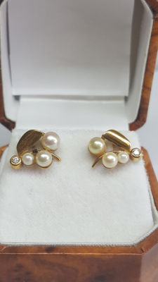 Yellow gold women's earrings set with small salt water pearls – No reserve price!