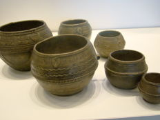 Lot with 6 Dhokra market measuring cups/bowls in bronze - Orissa, India - Second half of 19th century/Early 20th century