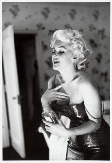 Ed Feingersh (1924–1961) - Marilyn Monroe - 'Marilyn Monroe Gets Ready to Go Out' - New York - 1955