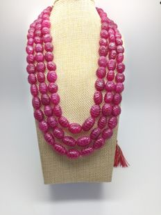 Natural carved ruby necklace composed of 3 strands in weight approx. 990ct - 20th Century Fashion