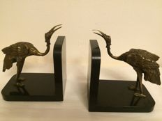 Couple special Art Nouveau bookends of 2 bronze cranes on a black marble pedestal, circa 1900, France
