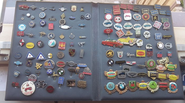 Collection of 140 badges transport