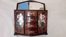 Beautiful jewellery box with carillon and decorative glass