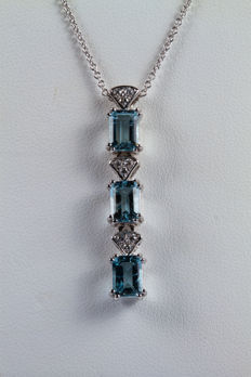 Chain and pendant in 18 kt white gold with aquamarines and diamonds, 0.18 ct – 45 cm