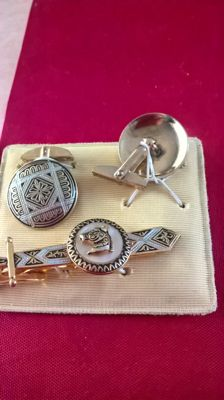 Set of vintage cuff links and tie pin