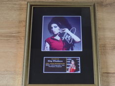 Amy Winehouse signed ( printed ) framed photograph.
