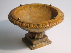 Antique table holy stoup in alabaster, decorated by hand - late 19th century