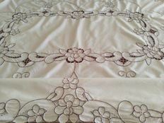 Tablecloth worked in intaglio - Italy - 1960s