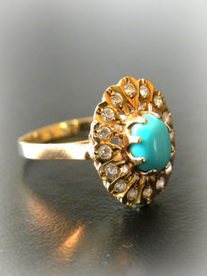 14 kt. yellow gold cocktail ring set with turquoise and white sapphires - size 19mm