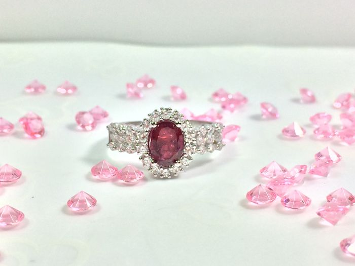 Elegant ring, 18 kt white gold, ruby with diamond - ring size: 17.3 mm