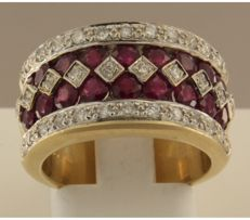 18 kt bi-colour gold ring set with 18 brilliant cut rubies, 2.00 carat and 36 brilliant cut diamonds, 0.67 carat, ring size 17.25 (54)