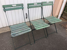 "Three old folding chairs in green wood/metal of the 1930s ""à la ménagère de Paris"""