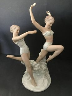 Porcelain sculpture of dancing women