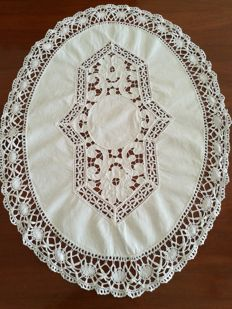Hand embroidered centrepiece - Italy - 1960s - free shipping