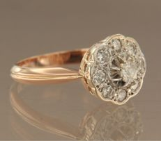 18 kt bicolour rose and white gold ring set with 9 diamonds, approx. 0.48 carat in total