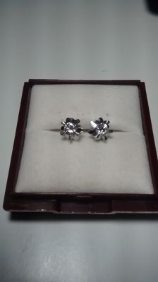 18 kt Earrings with diamonds. Total 0.44 ct.