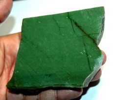 Natural green jade, untreated, earth mined - 106.25 x 65.12 x 11.11 mm - 649 ct
