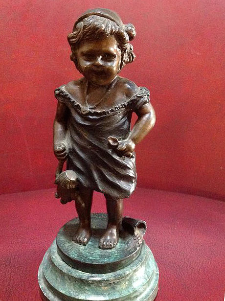 Small bronze statuette in the style of Juan Clara from the 20th century.