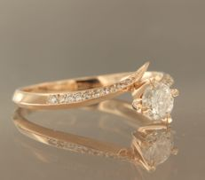 Rose gold wave ring of 14 kt, set with 20 brilliant cut diamonds, approx. 0.43 carat in total ****NO RESERVE PRICE****