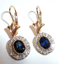 Gala earrings in 18 kt/750 gold with sapphires and diamonds in brilliant cut of 1.1 ct Total: approx. 3 ct
