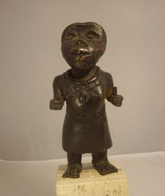Court dwarf - BINI EDO - in bronze, from Benin, Nigeria.