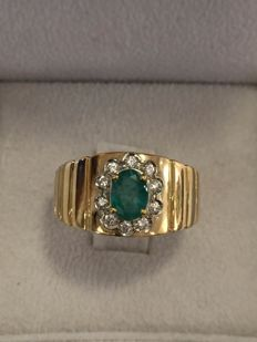 Ring band in 18 kt gold with emerald and 0.30 ct diamonds – size: 23