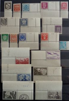 France 1941/1943 - Double collection between no. 526 and 592 - Complete series, normal and with sheet edge or sheet corner - With bands 580a