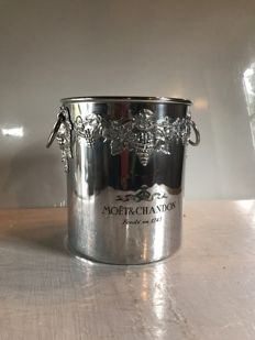 "Champagne bucket of the brand ""Moët et Chandon"" in aluminum"