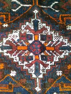 Very valuable,nomadic and large(329×249cm) hand knotted Shiraz carpet